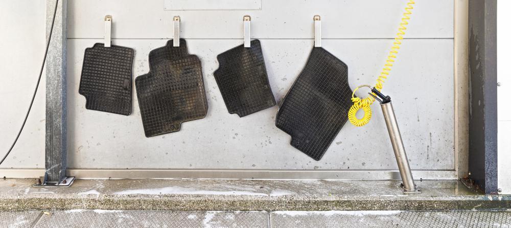Czym czyścić gumowe dywaniki samochodowe?