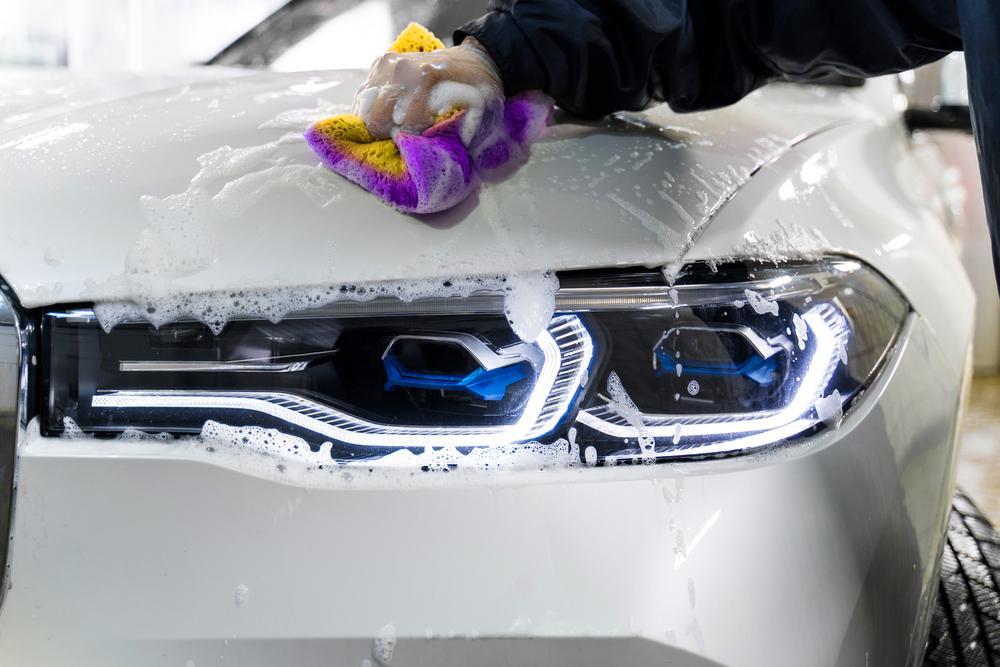 Jak profesjonalnie umyć samochód?