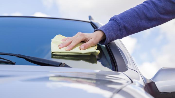 Jak dbać i czyścić szyby w samochodzie?